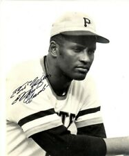 Roberto Clemente 8x10 SIGNED PHOTO AUTOGRAPHED ( Pirates HOF ) REPRINT