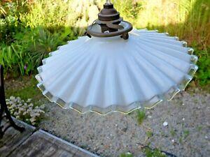 Ancien plafonnier en opaline lustre suspension avec griffe et porcelaine vintage