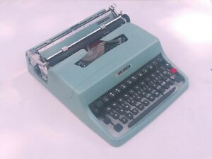 "excellent vintage OLIVETTI ""LETTERA 32"" Italy typewriter"