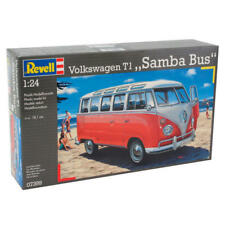 Uno y veinticuatro Revell kit modelo de Autobús VW samba