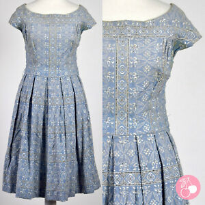 LIGHT BLUE COTTON, EMBROIDERED, CUT-OUT 1950s VINTAGE PLEATED DRESS 8