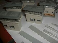 N SCALE GAUGE KATO  MODERN SIGNAL BOXES AND ASSORTED PIECES IN BOX