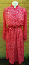 Vintage Women's Tea Dress in Raspberry and White Paisley With Tie Size 12