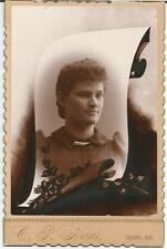 FREMONT,OH~MEMORIAL CABINET CARD~WITH IMAGE ON SCROLL~YOUNG WOMAN~HASS PHOT