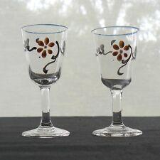 deux verres à liqueur en cristal émaillé d'un décor fleuri