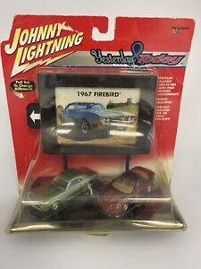 Johnny Lightning Yesterday And Today Firebird 1967 and 2001 Green and Red 1/64