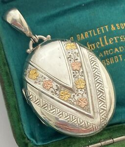 SUPERB ANTIQUE GOLD AND HALLMARKED SILVER KEEPSAKE LOCKET WITH PANSY DECORATION