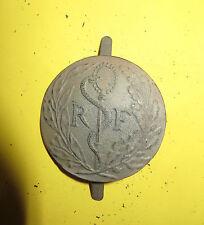 Rondache,insigne  decasque ADRIAN Service de Santé, 2ème Guerre mondiale. Lot 2.