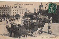 Carte postale LYON place bellecour voiture aux chèvres pub chocolat CAILLER timb
