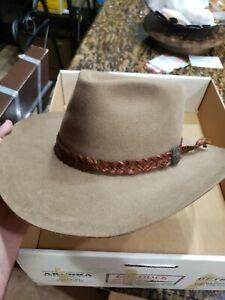 Men Akubra BOOMERANG 1030 Tan Pure Fur Felt Hat size pictured orginal box includ