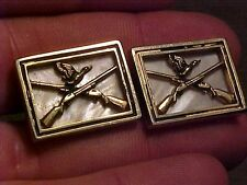 VINTAGE SET OF CUFFLINKS - DUCK HUNTING - MOTHER OF PEARL / CROSSED RIFLES