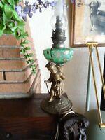 électrifiée  lampe à pétrole ancienne verre vert fleuri= socle laiton fillette