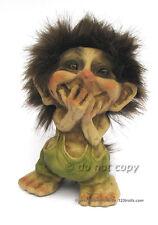kichernder Ny Form Troll in Geschenkbox mit Troll-Magnetkarte
