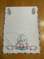 Vintage table runner embroidered crocheted edge linen (s3)
