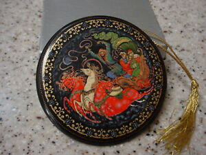 RUSSIAN TIANEX CHRISTMAS FAIRY TALE HAND PAINTED PORCELAIN ORNAMENT 1990