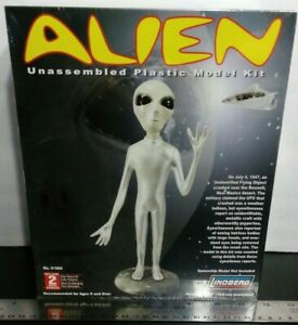 ALIEN Factory Sealed Lindberg Plastic Model Kit Area 51 UFO ET 2006