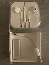 Apple iPod shuffle 3rd Generation Silver Bundle (2 GB)