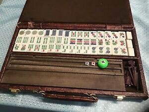 Vintage Majong (Mah Jong) Set Tile Game in Carrying Briefcase