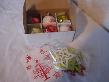 Décoration de Noel Lot de 6 boules + 8 objets à suspendre + 2 autocollants