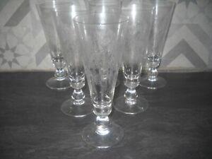6 anciennes flûtes à champagne décor gravé en cristallin Portieux ? Bohème ?