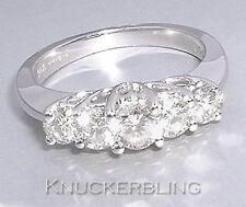 18 Carat White Gold VS2 Round Fine Diamond Rings