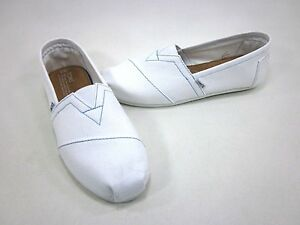 TOMS CLASSICS, WHITE CANVAS, MENS SHOES, US SIZE 9, EUR 43 NEW/DISPLAY