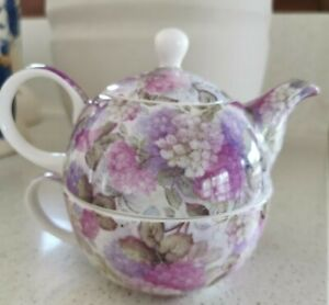 "Lush ""Hydrangea"" Design Maxwell Williams Ceramic Teapot cup & saucer Set"