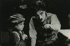 PHOTO CINEMA : CHARLIE CHAPLIN & JACKIE COOGAN dans LE KID (1921) coll G. Sadoul