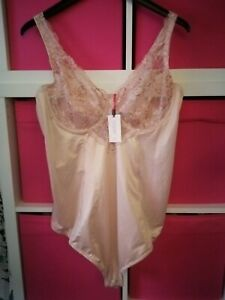 Magisculpt size 46 B blush / nude lacy control Body NWT