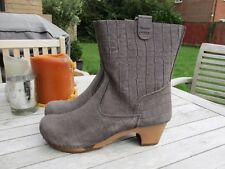 Sanita - Liva Soft Flex Embossed Suede Leather Clog Boots in Stone size 41