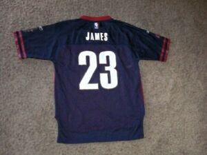 Vintage Cleveland Cavaliers LEBRON JAMES Football style Jersey youth Large