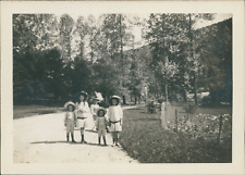 France, La Bourboule, Enfants dans le parc, 1911, Vintage silver print Vintage s