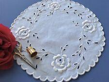 Napperon ancien brodé main Bordure festonnée Linge ancien table 1649/121-1