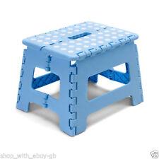 Sgabello in plastica blu per la casa