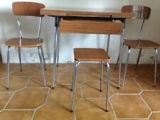 ENSEMBLE CUISINE VINTAGE ANNÉE 60 COMPRENANT 1 TABLE, 2 CHAISES ET 1 TABOURET