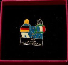 PINS MELUN VILLE D'EUROPE 1992 Ville jumelée avec Allemagne excellent état n°42