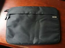 "MacBook 15"" black Incase case"