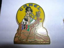 PIN'S  CAMEL  /  PIN UP  CHEVEUX NOIRS  /  CHAMEAU  /  RARE