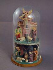 Grulich, Krippe mit 12 Figuren im Glassturz  (# 11650)
