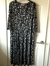 Ladies 3/4 sleeve black & white patterned dress size 30