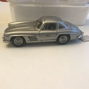 FRANKLIN MINT1954 MERCEDES 300SL SILVER 1:24 SCALE DIE CAST With COA & Paperwork