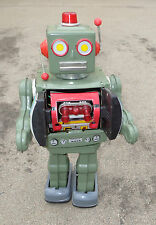 fine vintage battery operated Japanese toy robot