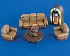Verlinden 1/35 Salon Furniture (Sofa, Chairs, Jukebox, Round Table, etc.) 2201