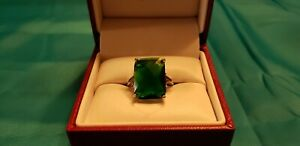 Emerald Green Ring in Silver - size 7