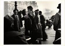 CPM RD6 Kiss by the Hotel de Ville, Paris 1950 ROBERT DOISNEAU (d1155)