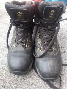 gelert walking boots Size 9