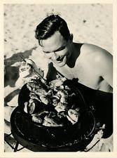 Pique nique à la plage Vintage silver print Tirage argentique  17x22  Circ