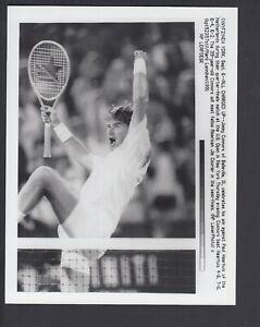 Jimmy Connors vs Paul Haarhuis 1991 US Open 7x9 Glossy AP Photo w/ caption