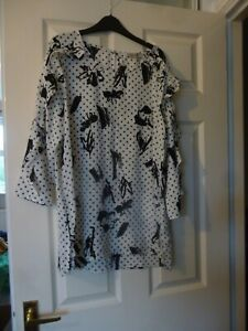 Black and White Top Size 14