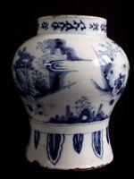 Ancien vase blanc bleu décor Chinois XVII Antique chinese vase blue white 17th